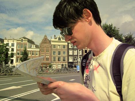 Philipp in Amsterdam mit Karte