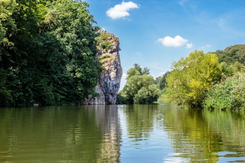 Auf diesem Felsen steht das König-Konrad Denkmal Villmar. Rafael und Thomas gönnten sich hier ein letztes Bad in der Lahn.