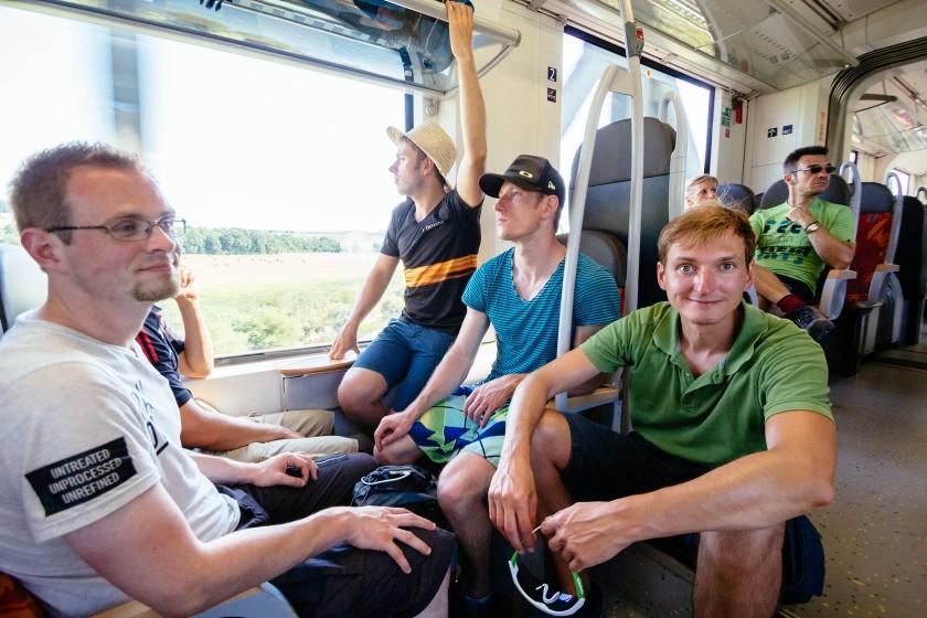Wir tuckern mit dem Zug zurück nach Wetzlar. Es ist immer ein wenig beschwerlich da man seine ganzen Utensilien dabei hat.