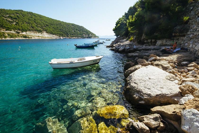In der Bucht von Prapratno nehmen wir auf unserem Weg nach Dubrovnik noch ein schönes Bad in der Adria.