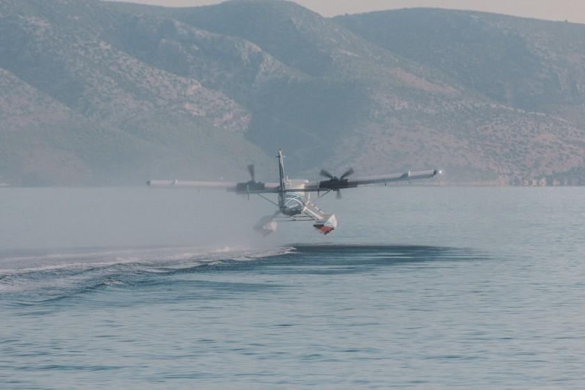 In Jelsa startet und landet mehrmals am Tag ein Wasserflugzeug. Ich bin mit den 300mm zur Stelle.