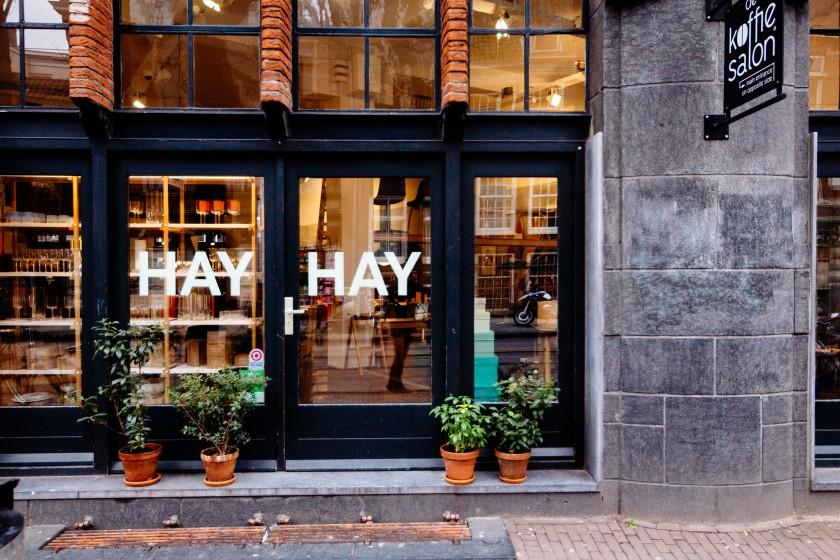 HAY ist eine Möbelfirma aus Dänemark. Ich mag die Möbel sehr gerne, Sie sind klassisch skandinavisch, schlicht und modern.