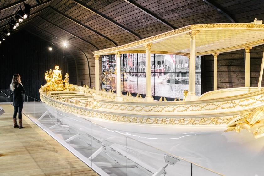 De Koningssloep: Das Schiff der Königin, tolle Installation mit Video und klasse Animationen.