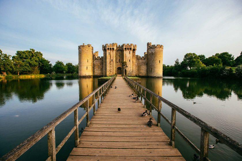 Das Bodiam Castle ist eine sehr gut erhaltene Burgruine in East Sussex, England.