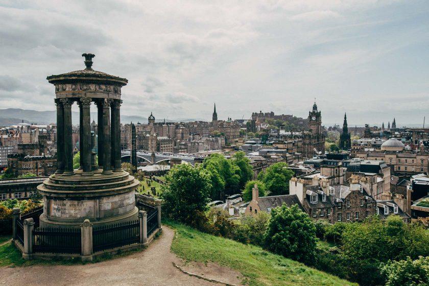 Ein bekanntes Motiv: Edinburgh vom Calton Hill aus.