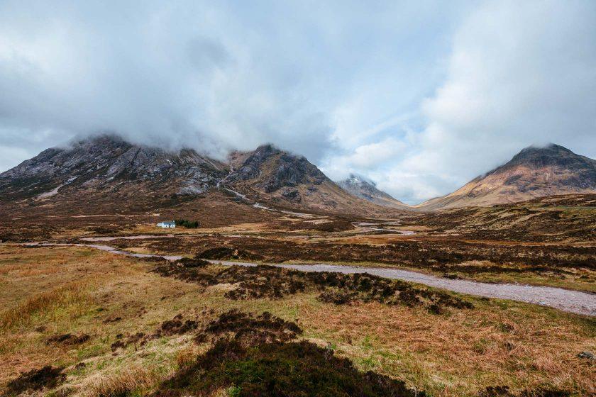 Glen Coe ist ein Tal in den schottischen Highlands. Einziges Dorf am Talausgang ist Glencoe. (Wikipedia)
