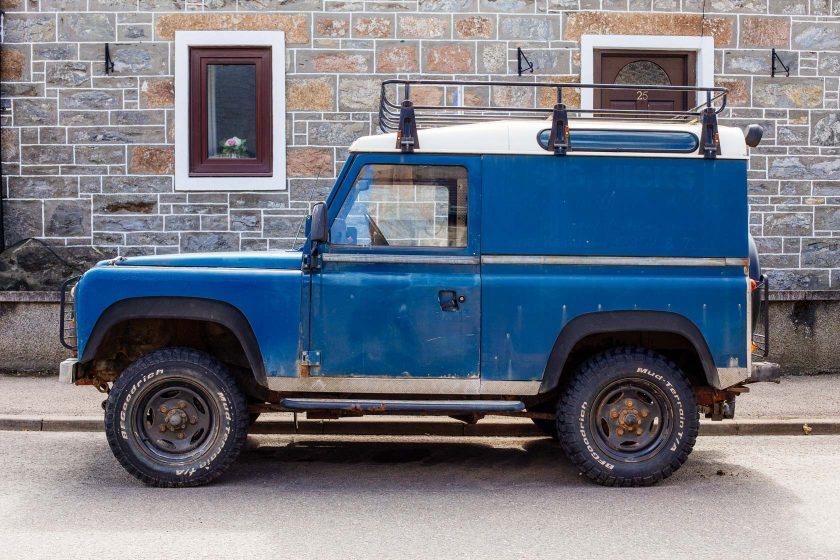Landrover Defender – eine Legende von Geländewagen. Ein sau geiles Teil oder?