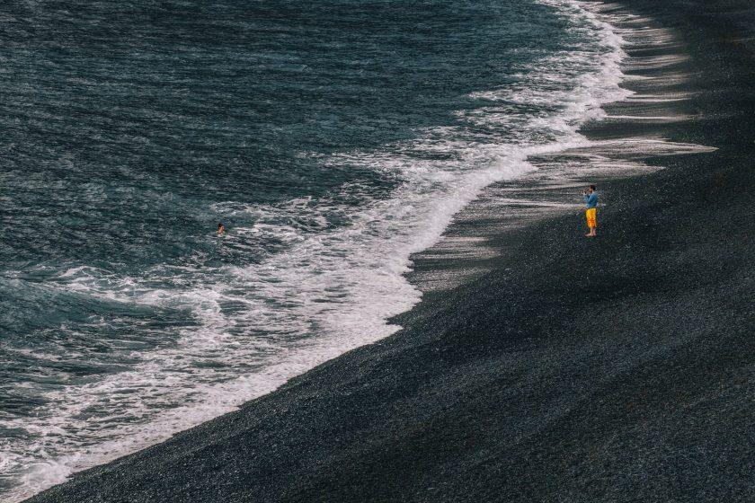 Die schwarzen Strände gibt es nur am Cap Corse.