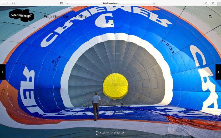 Vollflächiges Foto auf einer Webseite von einem Heißluftballon