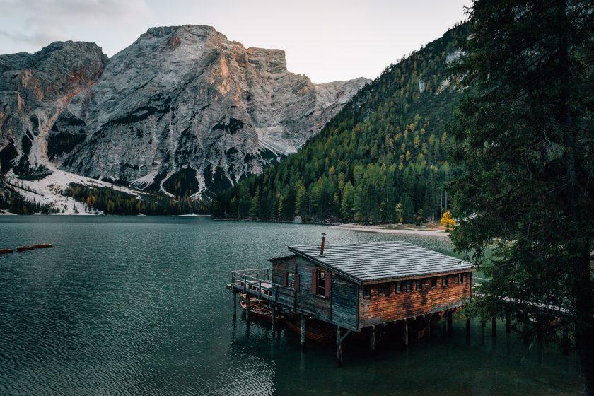 Der Pragser Wildsee in Südtirol.