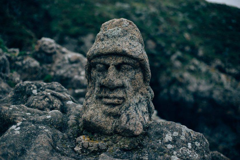 The Sculptured Rocks – ein Künstler hatte Langweile und hat einen ganzen Küstenabschnitt mit seinen bildhauerischen Fähigkeiten verschönert.