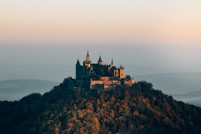 Burg Hohenzollern bei Sonnenaufgang