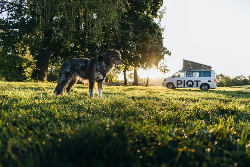Bester Parkplatz auf der schwäbischen Alb. Ein traumhafter Morgen mit Sonnenschein.